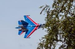 Kämpfer Sukhoi-27 im Flug an der niedrigen Höhe Lizenzfreie Stockfotos