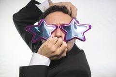 Kändis affärsman med achie för stjärnor för exponeringsglas galen och rolig, royaltyfri fotografi