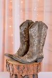 Kängor för cowgirl för brudbröllopdag Arkivfoton