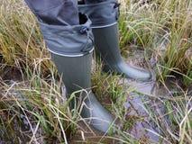 Kängor för jägare och fiskare Passande för att jaga och att fiska, för utomhus- lopp detaljer royaltyfri foto