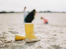 kängor rain yellow Arkivbilder