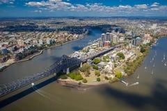 Kängurun pekar förort av Brisbane från luften Arkivfoto