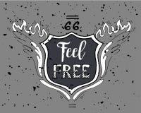 Känn den fria Motivational inskriften route 66 Räcka den utdragna grungetappningillustrationen med handbokstäver för hälsningkort royaltyfri illustrationer
