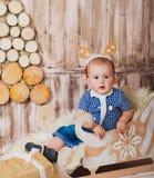 Kär jultomten lilla hjälpreda Royaltyfria Bilder
