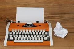 Kär jultomten på skrivmaskinen Royaltyfri Fotografi