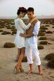 Kärlekshistoria av unga härliga par royaltyfri foto