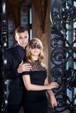 Kärlekshistoriapar, valentindag i lyxig inre Romanskt förhållande Royaltyfria Bilder