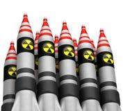 Kärn- bombarderar med utstrålningssymbolen Arkivbilder