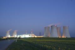 kärn- strömstation fotografering för bildbyråer