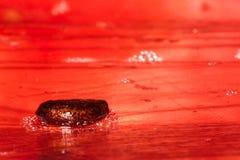 Kärna ur vattenmelon på inpackning av filmen är makroen Royaltyfri Fotografi