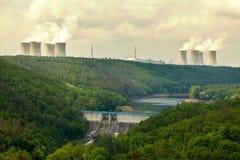 Kärnkraftverk Dukovany i Tjeckien Europa royaltyfri fotografi