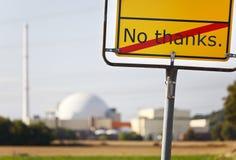 Kärnkraftverk och inget tacktecken royaltyfria bilder