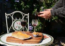 Kärt vin? Royaltyfri Fotografi