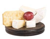 Käse auf dem hölzernen Brett Lizenzfreie Stockfotografie