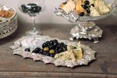 Käse auf einem Silber plate-3 Stockfotos