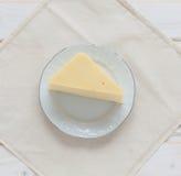 Käse auf einer Platte Stockbild