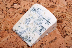 Käse auf Korken Stockfoto