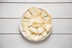 Käse auf Weiß Stockfotos