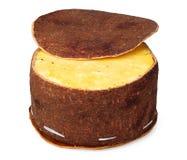 Käse, der gebildete ââof Birkenbarke verpackt Stockbild