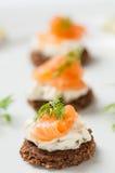 Käse der Lachse mit Sahne Stockfotografie