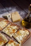 Käse der Pizza vier mit Oregano und Olivenöl quattro fromaggi lizenzfreies stockfoto