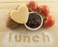 Käse-Essiggurke-Brot-und Salat-Fest Lizenzfreie Stockfotos
