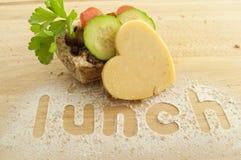 Käse-Essiggurke-Brot-und Salat-Fest Stockfotos