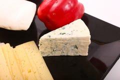 Käse mit grünem Pfeffer stockbilder