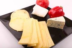 Käse mit grünem Pfeffer stockbild