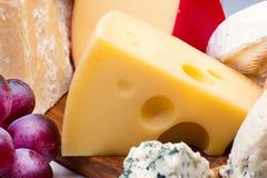 Käse mit Traube lizenzfreie stockfotos