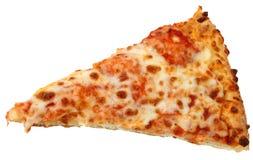 Käse-Pizza-Scheibe über weißem Hintergrund lizenzfreie stockfotos