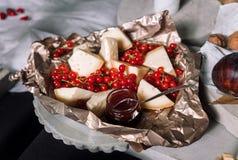 Käse, rote Johannisbeeren Lizenzfreie Stockfotos