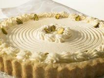 Käse-Törtchen mit Pistazien und Schlagsahne Lizenzfreies Stockbild
