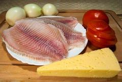 Käse, Tilapia und Tomaten Stockfotos
