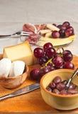 Käse und Fleisch für ein Weinprobeereignis Stockfotografie