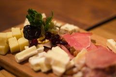 Käse- und Fleischplatte für Fleisch Lizenzfreies Stockbild