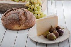 Käse- und Fruchtnoch Leben Stockfotos