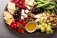Käse- und Gemüsebrett Lizenzfreie Stockfotos