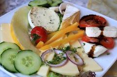 Käse- und Gemüsefrühstück lizenzfreie stockfotos
