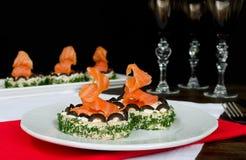 Käse und Lachse des Sandwiches mit Sahne Stockfotos