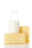 Käse und Milchflasche Stockfotos