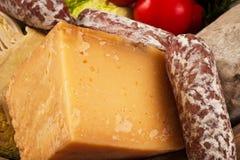 Käse und Salami Lizenzfreie Stockfotografie