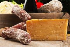 Käse und Salami Stockbilder