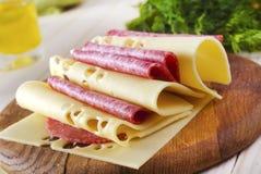Käse und Salami lizenzfreies stockfoto
