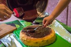 Käsekuchen mit flüssiger Schokolade Lizenzfreie Stockfotos