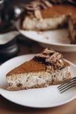 Käsekuchen mit Nüssen und Schokolade Stockfotos