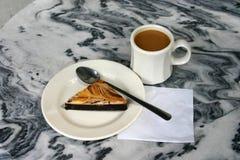 Käsekuchen-Schokoladenkuchen Lizenzfreie Stockfotos