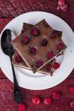 Käsekuchenschokoladenkuchen mit Himbeere Lizenzfreies Stockfoto