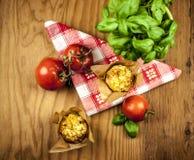 Käsemuffins von oben lizenzfreie stockfotografie