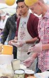 Käseproduzenten ` angemessen Stockbild